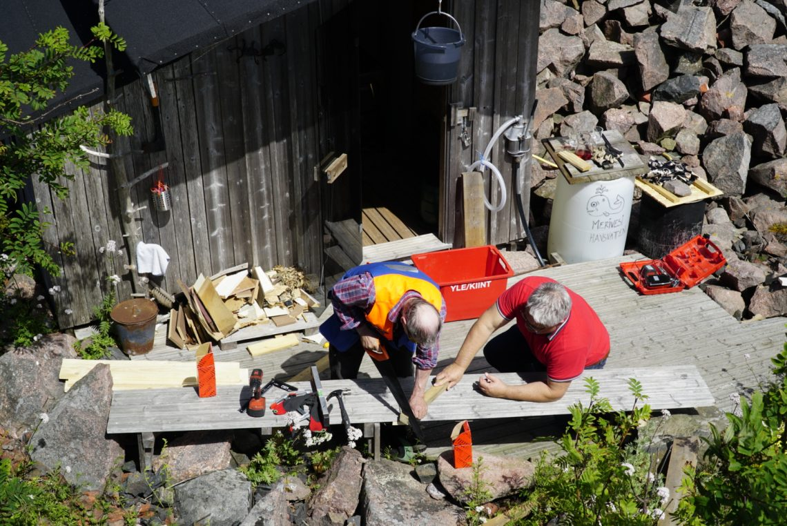 Jyrki ja Matti remontoi saunaa