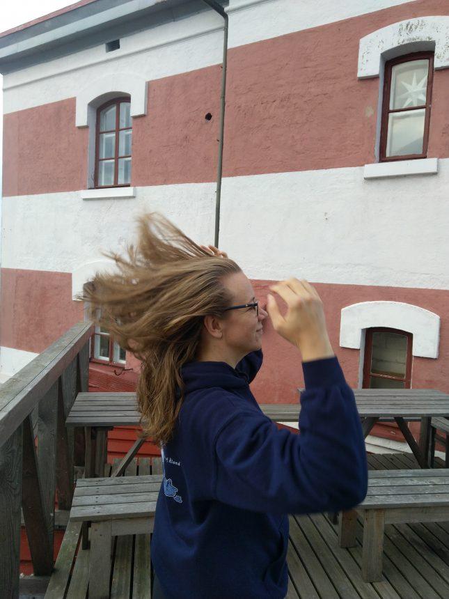 Märketillä on helppo tuulettaa hiuksia.