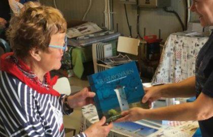 Anneli Öhman palasi lapsuutensa maisemiin Gustavsvärniin 75-vuotispäivänään